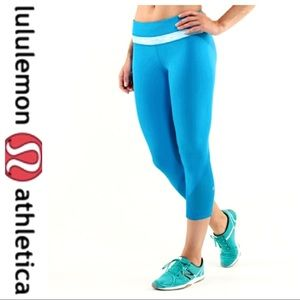 💕SALE💕 Lululemon Blue Run Inspire Crop II